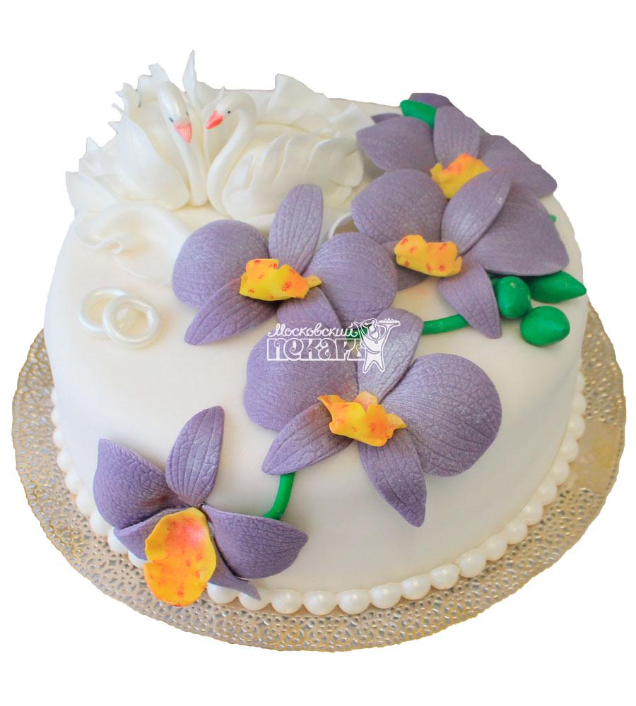 №350 Небольшой свадебный торт с цветами