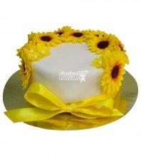 №360 Небольшой свадебный торт с цветами
