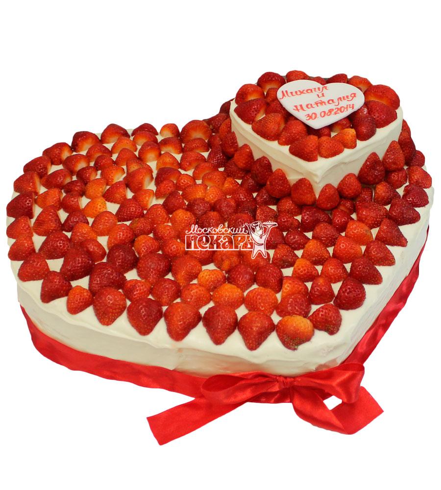 №405 Свадебный торт со сливками и клубникой